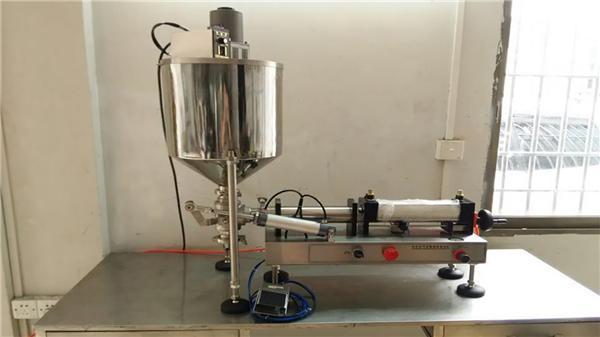 Máquina de enchimento do molho de pimenta das cabeças dobro da boa qualidade